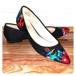 Nine West Size 8.5 Embroidered Flats